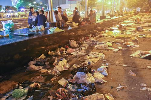 Chủ tịch TP HCM: 'Tôi xót xa vì người ta thoải mái xả rác'