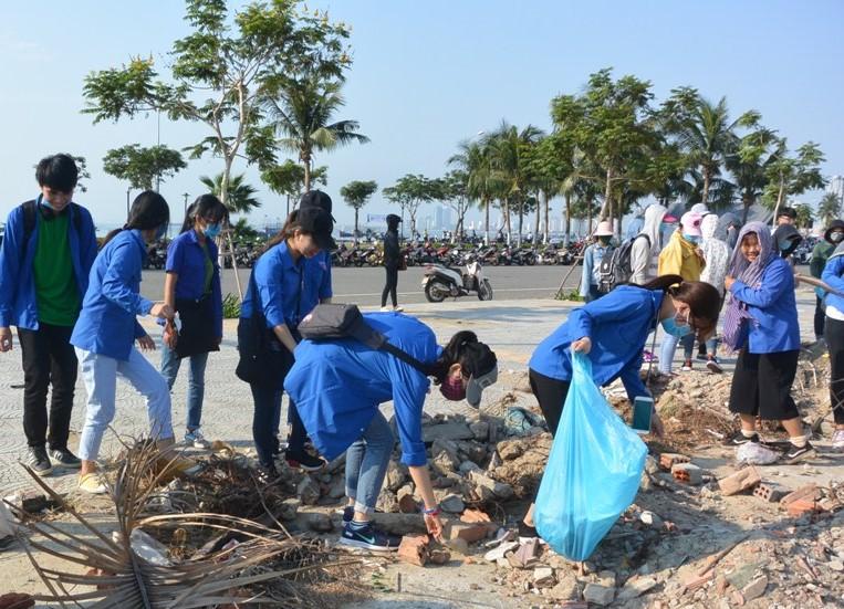 Hàng nghìn người chung tay chấm dứt ô nhiễm rác thải nhựa - chinhphu.vn