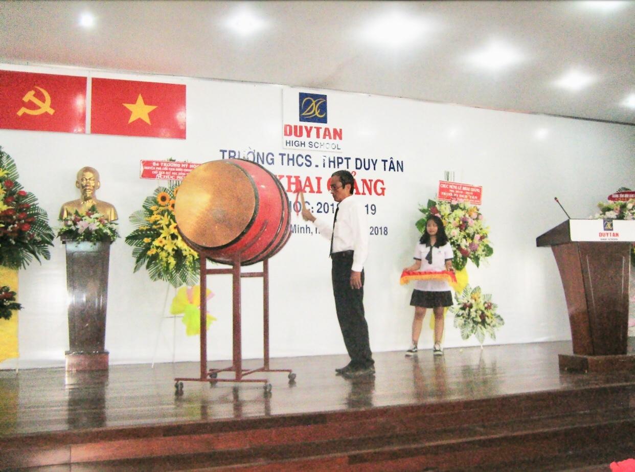 Trường THCS – THPT Duy Tân rộn ràng khai giảng năm học mới