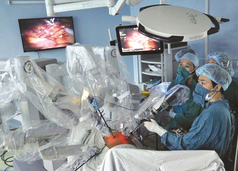 Bệnh viện Nhân dân 115 mổ não miễn phí bằng robot