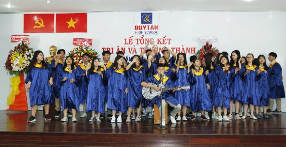 Chúc mừng các em học sinh lớp 12 Trường THCS, THPT Duy Tân tốt nghiệp 100% kỳ thi Quốc gia 2019