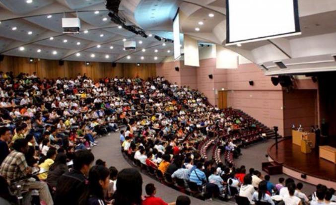 Hàng loạt Tân sinh viên Đại học rớt kiểm tra đầu vào Tiếng Anh