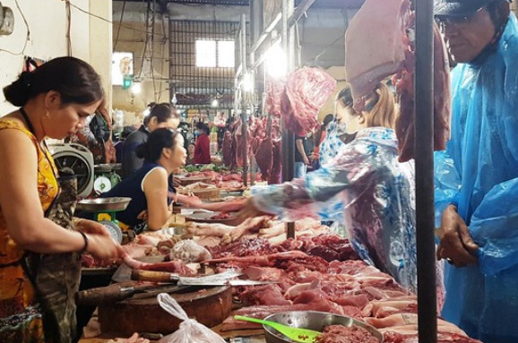 Dịch tả lợn chưa giảm, kẻ ăn, người sợ