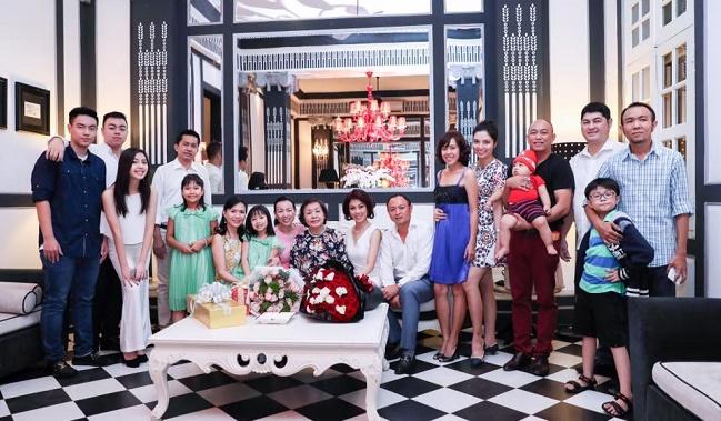 Gia tộc Sơn Kim và cuộc đối thoại giữa hai thế hệ - Kim Yến