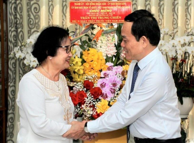 """Phó Bí thư Thường trực Thành ủy Trần Lưu Quang: """"Ghi nhớ công lao của các thầy thuốc"""""""