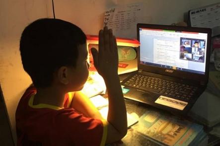 Học sinh Hà Nội tiếp tục học trực tuyến